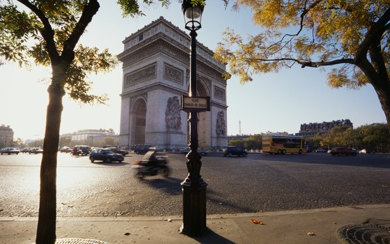 Hotel Tilsitt Etoile is within walking distance of the Arc de Triomphe.