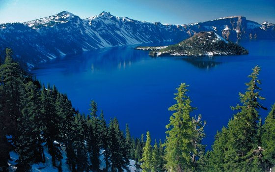 Crater Lake National Park is located in Oregon.