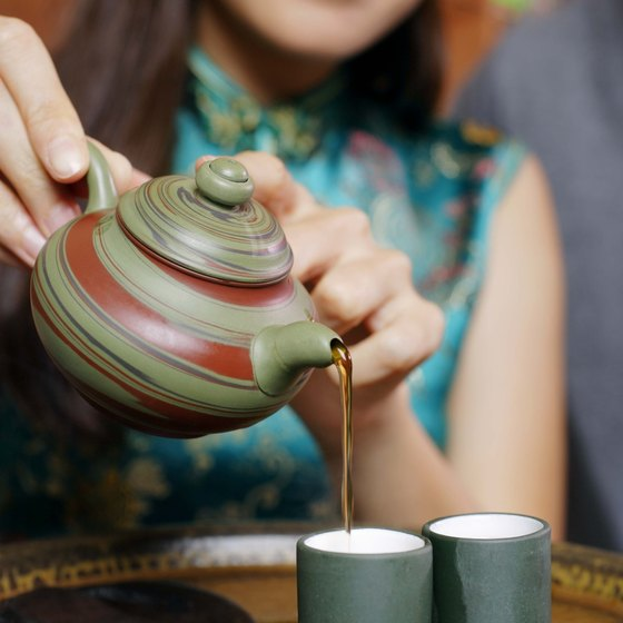 Green and white tea both contain powerful antioxidants called catechins.