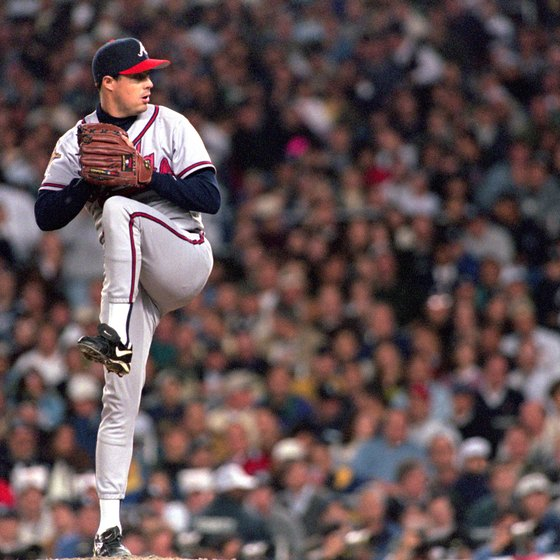 Greg Maddux pitches in a Braves-Yankees World Series contest.