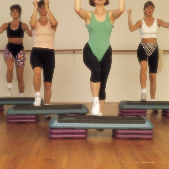 Step aerobics burns calories quickly to help you lose weight.