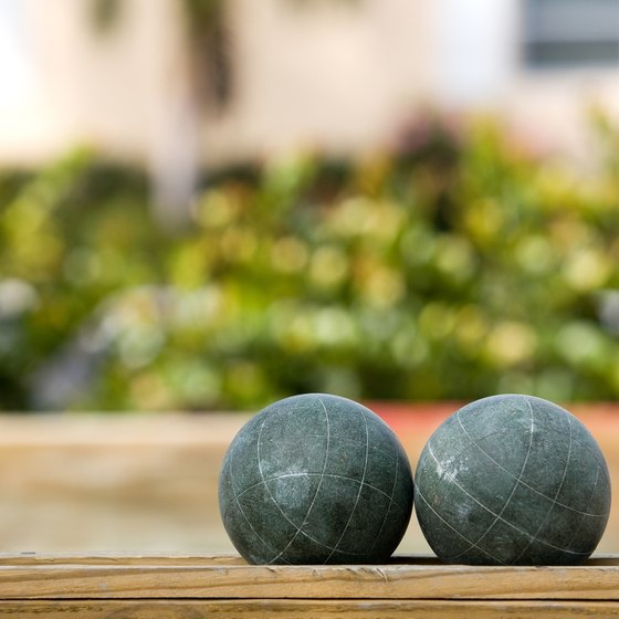 Traditional bocce balls are red and green.