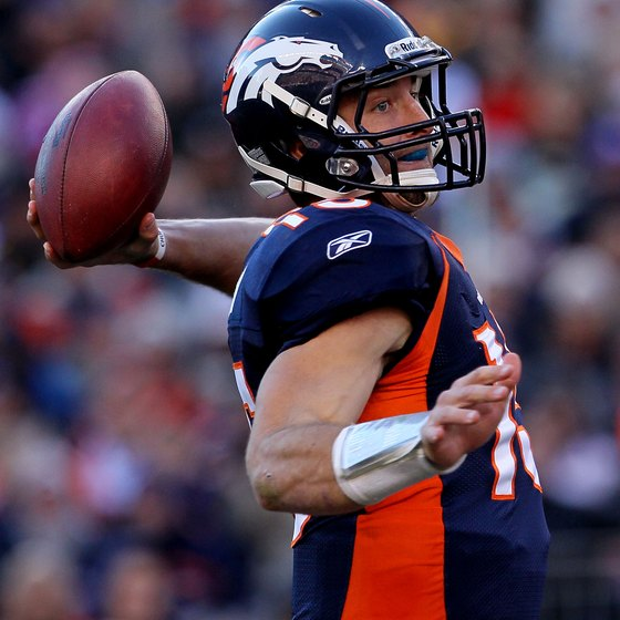 Tim Tebow throwing left-handed when he was with the Denver Broncos.