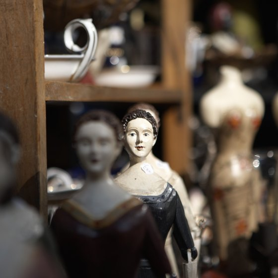 North Carolina's antique shows offer everything from vintage clothing to glassware.