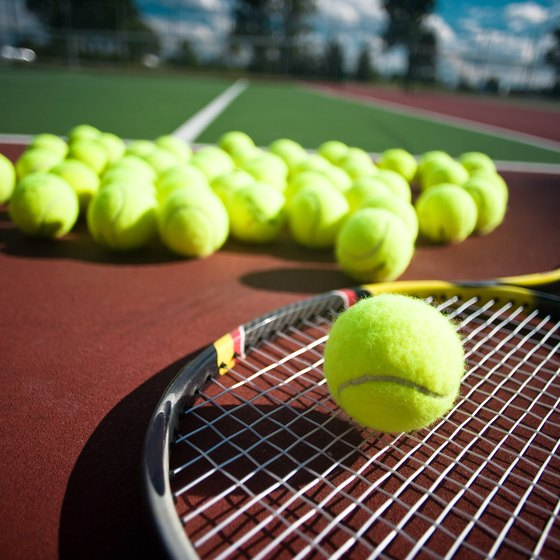 Tennis can pose the risk of knee injuries.