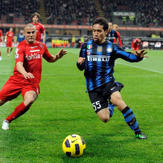 Francesco Pisano of Cagliari, left, races Inter Milan's Yuto Nagatomo to the ball.