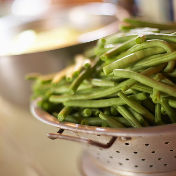 Raw green beans make a crunchy and healthy snack.