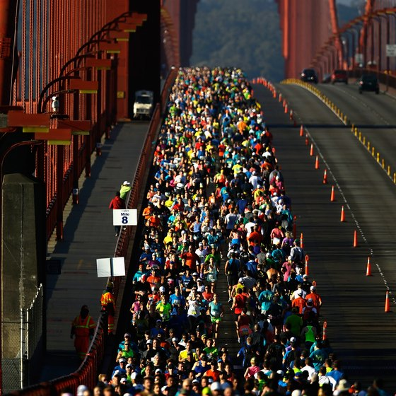 Images of marathon runners can motivate you to reach your running goals.