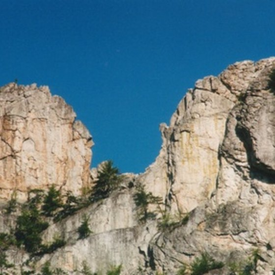 West Virginia's Seneca Rocks beckon rock climbers