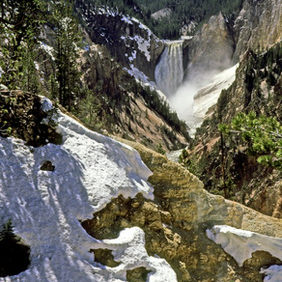Start a tour of the American West with iconic destinations such as Yellowstone National Park.