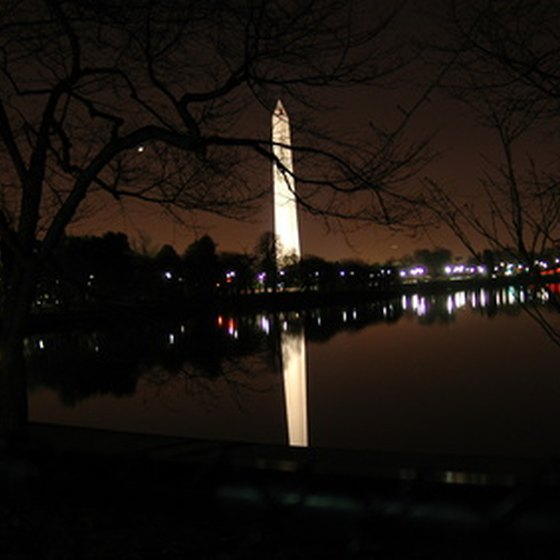Many National Mall bus tours take advantage of the beauty of the park after dark.