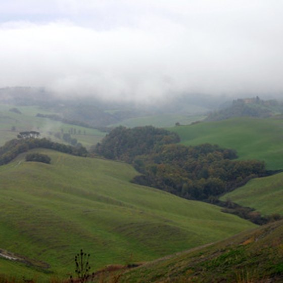 Even the green hills of Tuscany are affected by cold weather in the winter.