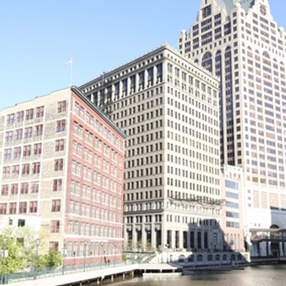 Cruises on the Chicago River provide a view of Chicago's architectural treasures.
