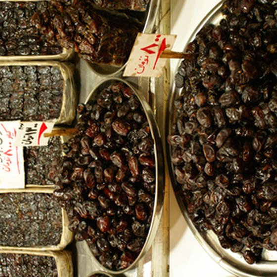 Dates for sale in Tabriz.