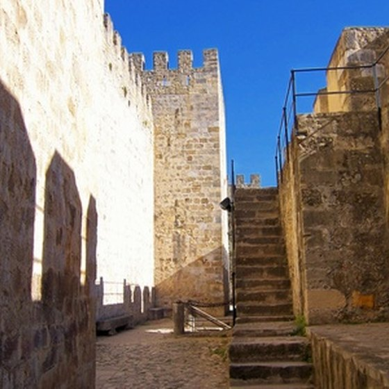 Some San Juan resorts are within walking distance to the Castillo San Cristóbal.