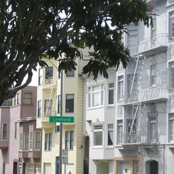 San Francisco's neighborhoods feature Victorian architecture.
