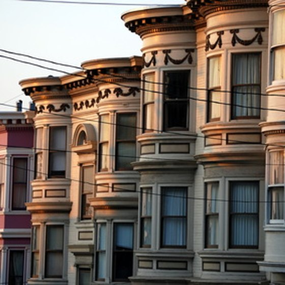 San Francisco charms visitors with its distinctive character and historic sites.