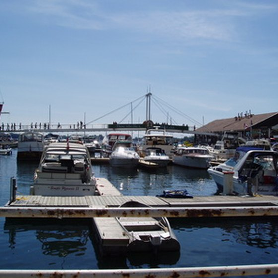 Many hotels are located near the harbors of Lake Ontario.