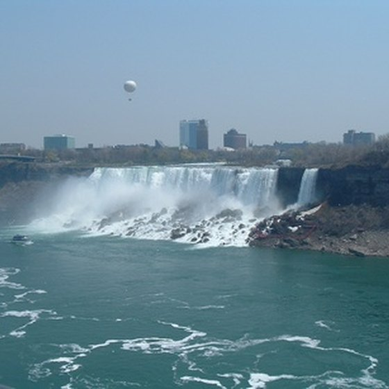 New York State offers the American side of Niagara Falls as well as quick access to the Canadian side of Niagara Falls.