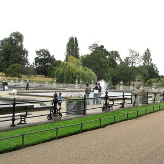 London's public parks are perfect for taking leisurely breaks from sightseeing.