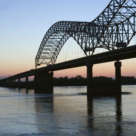 The Hernando Desoto Bridge crosses the Mighty Mississippi from Tennessee into Arkansas.