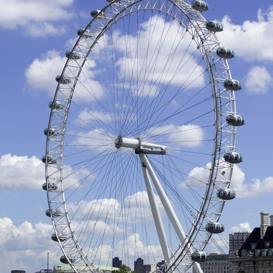 The kid-friendly London Eye offers sprawling views of the city.