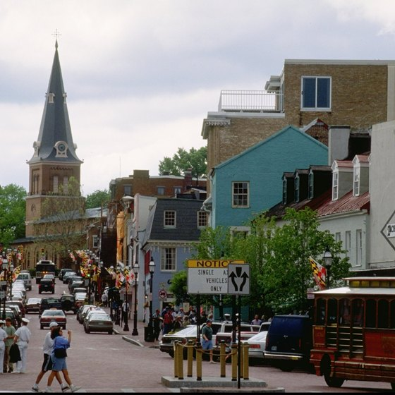 The quaint streets and historical attractions of Annapolis are less than five miles from Highland Beach, Maryland.