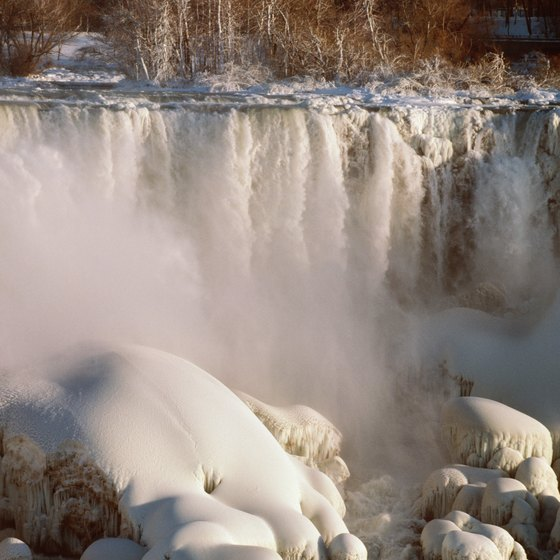 Heavily trafficked areas like Niagara Falls are best for solo hiking.