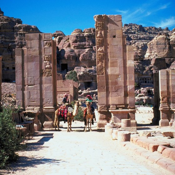 Discover the beauty of Petra on a guided tour.