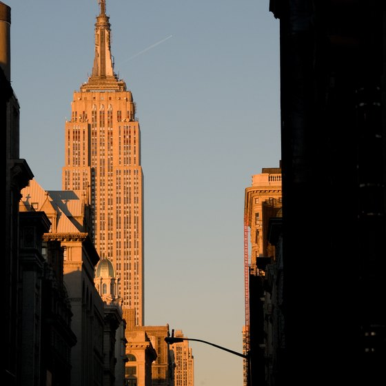 The Empire State Building is surrounded by restaurants.
