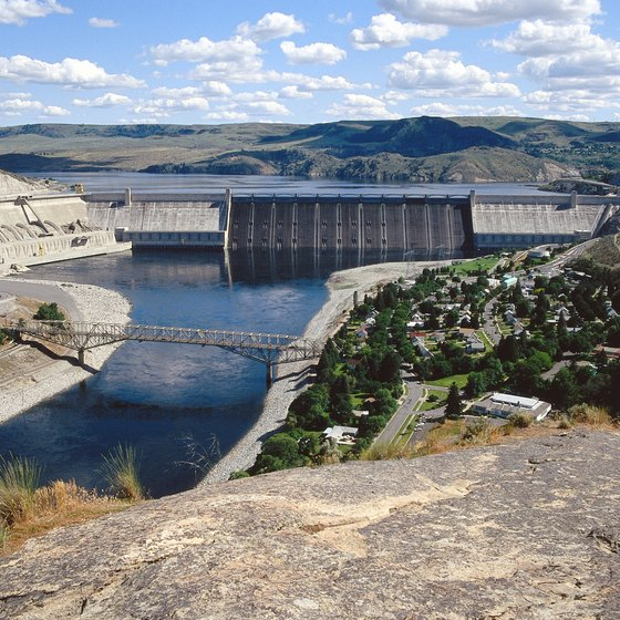 The area around Grand Coulee Dam, on the Columbia River, is a popular recreation area.