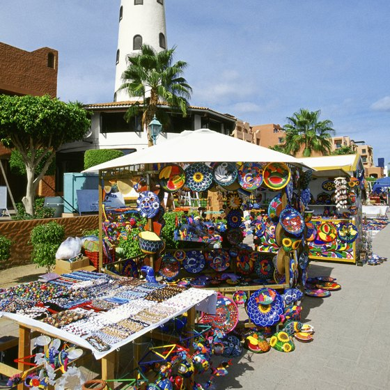 Remain alert when shopping and exploring in Cabo San Lucas.