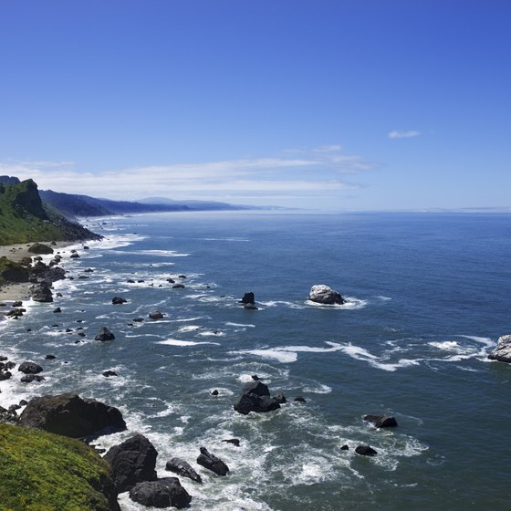 California includes 840 miles of coastline along the Pacific Ocean.