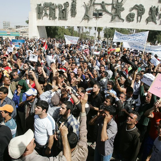 Iraqis protest government corruption.