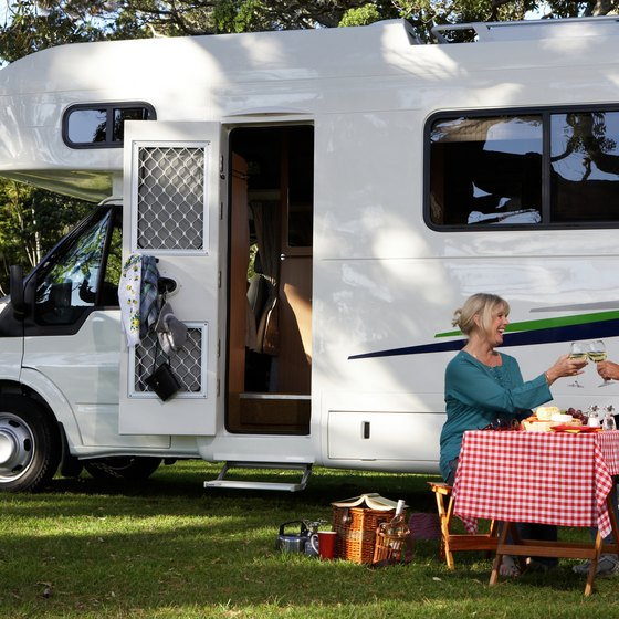 There are many RV parks open in the winter in Florida.
