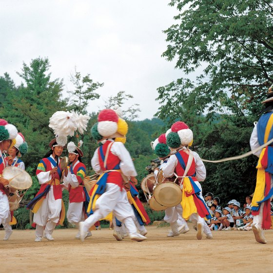 The Chuseok Festival features traditional dance.