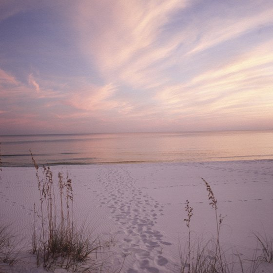 Some motels in Destin offer access to its idyllic beaches.