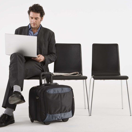 Clear airport checkpoints faster with an approved laptop bag.