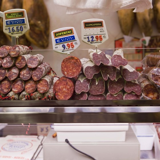 Chicago's delis have fresh meats and cured cold cuts stacked high in deli sandwiches.