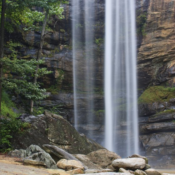 Take your vows side by side at Toccoa's twin waterfalls in Georgia.