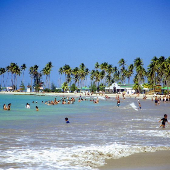 Enjoy Puerto Rico's beaches while still respecting the rules of dining etiquette.