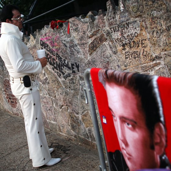 Fan mementos and messages on Graceland's stone wall.
