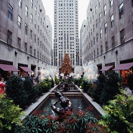 Hotels near tourist spots like Rockefeller Center may not offer you last-minute deals.