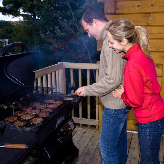 Privately owned cabins near Chattanooga offer amenities such as outdoor decks.