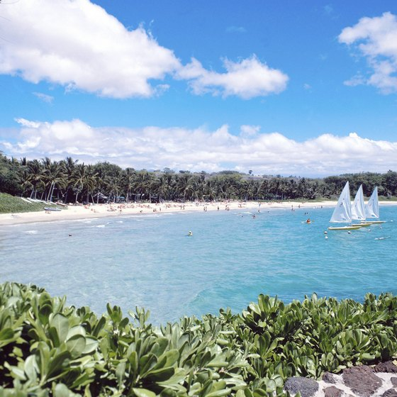 Tropical beaches in the United States include many in Hawaii and Florida.