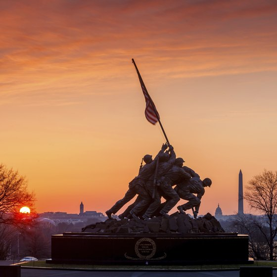 Find a hotel outside the Beltway to come to Washington, D.C., for a last-minute Memorial Day vacation.