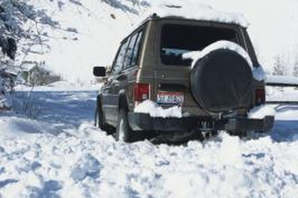awd vs 4wd driving in snow it still runs. Black Bedroom Furniture Sets. Home Design Ideas