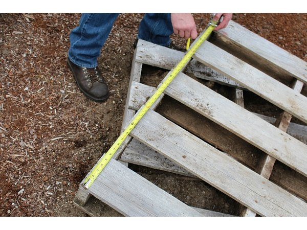 Measure the wood pallets to ensure that the planter will fit in your space.
