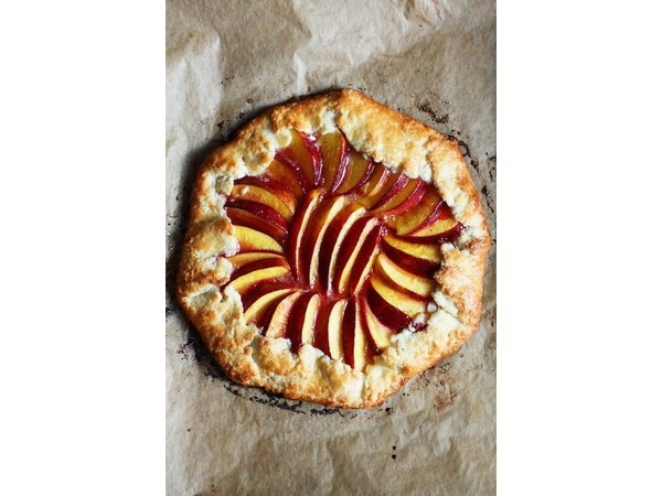 From crumbles to cocktails, let's inject our summer edibles with nectarines!