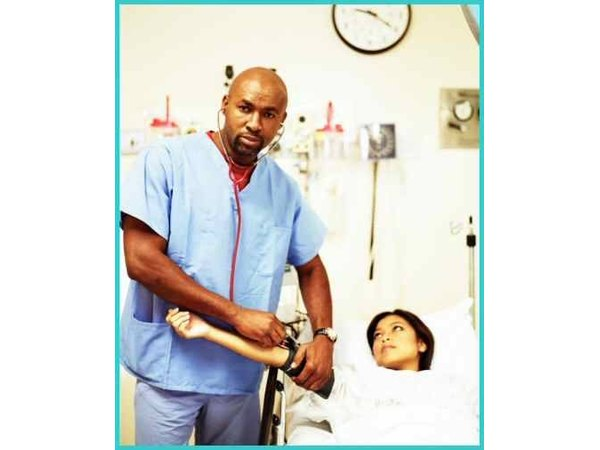 different between lvn rn While there are several similarities between lvn and rn careers, some differences involve training requirements, work places, responsibilities and wages.